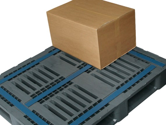 Plastic pallets - CR3 - anti-slip strips